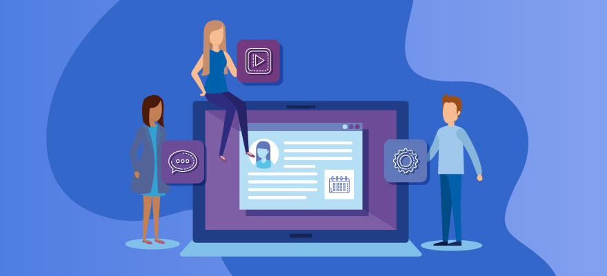 pessoas conversando e alterando coisas na tela do computador